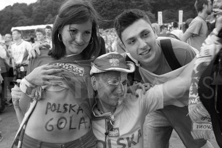 Polish fans (450x301)
