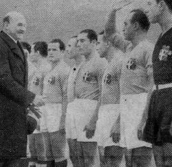 1934_England v Italy (250x244)