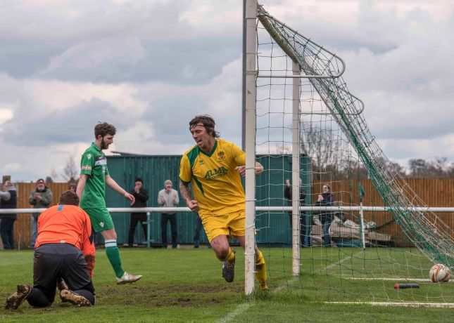 Brett Donnelly scores again. Picture by Peter Else.