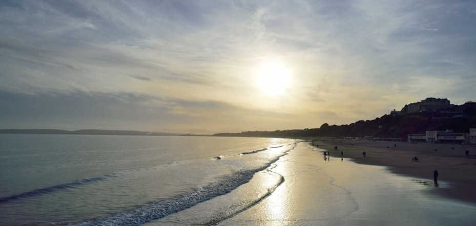 bournemouth-beach-coastline-sea-1050x500