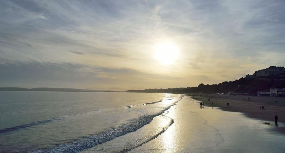 bournemouth-beach-coastline-sea-1050x500