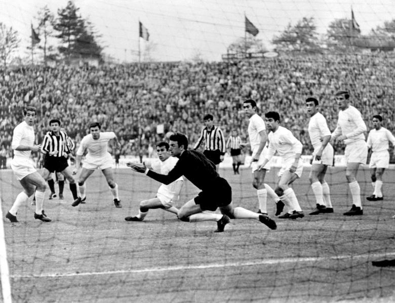 Soccer - European Cup Final - Real Madrid v Partizan Belgrade